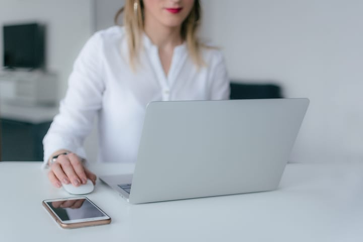 woman-researching-on-computer