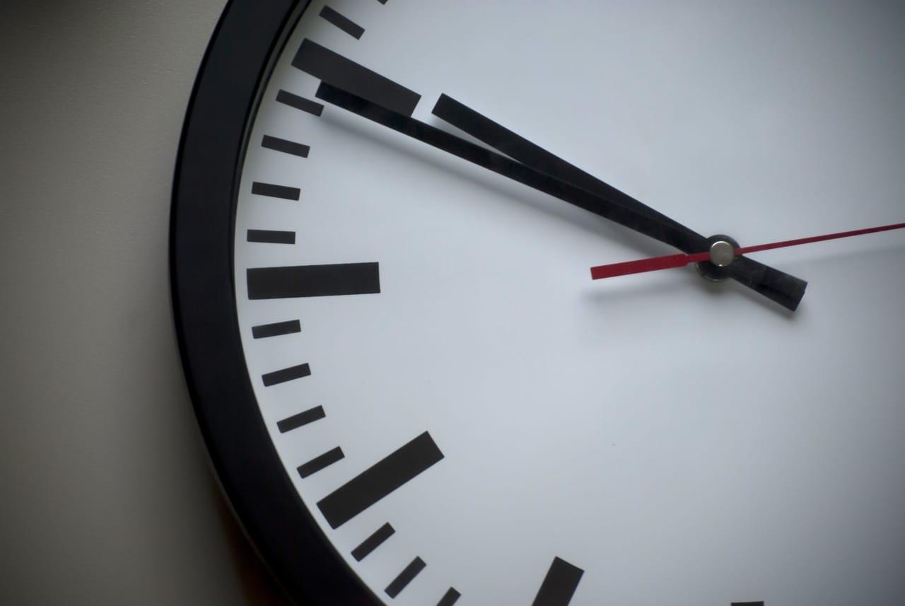 black-and-white-clock